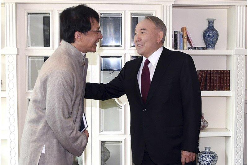Н.Назарбаев жүжигчин Жаки Чантай уулзжээ