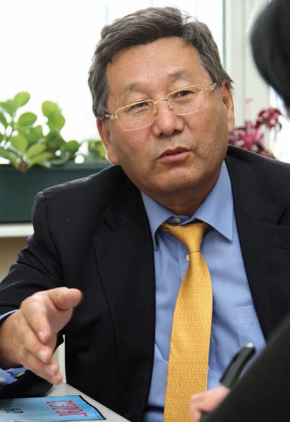 Д.Бадарч: Монголд багшийн суурь үнэлгээ өндөр байх ёстой