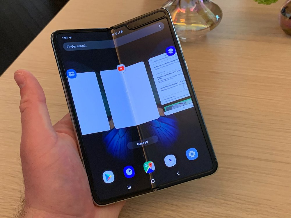 """ТЕХНОЛОГИ: """"Galaxy Fold"""" гар утсаар нэгэн зэрэг гурван аппликейшн ажиллуулах боломжтой"""