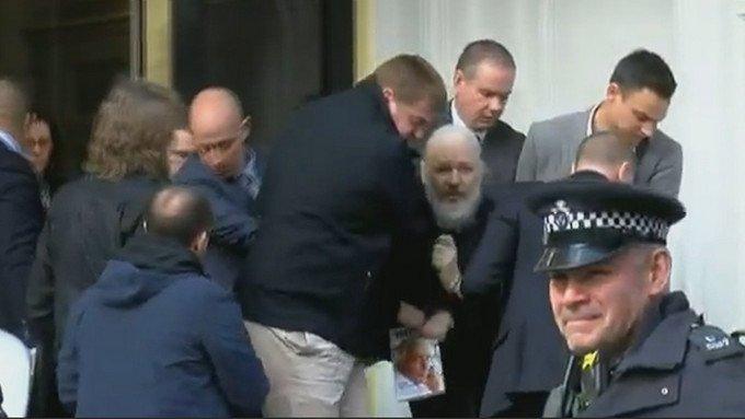 """""""Wikileaks""""-ийн үүсгэн байгуулагч Жулиан Ассанжийг баривчиллаа"""