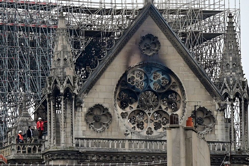 BBC: Парисын Нотр Дам сүм түймэрт өртсөний дараа
