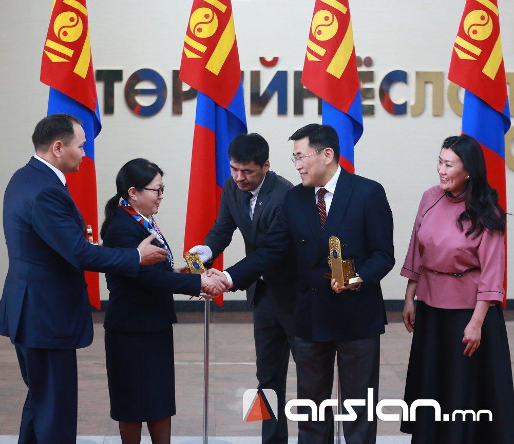 """Монгол Улсын ХӨГЖЛИЙН БАНК """"ШИЛДЭГ 100 ААН""""-ээр дахин шалгарлаа"""