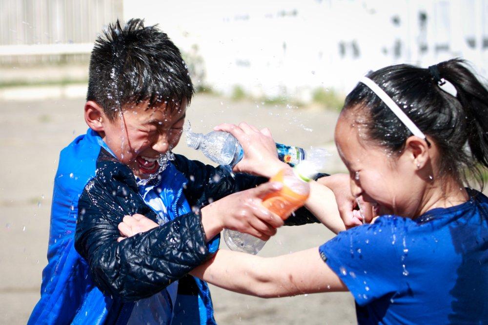 7200v НИТХ-ын төлөөлөгч П.Баярхүү Сүхбаатар дүүргийн 17,18,19,20-р хорооны хүүхэд багачуудыг баярлууллаа
