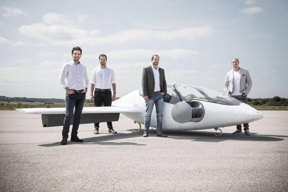 """ТЕХНОЛОГИ:""""Lilium"""" компани жолоочгүй нисдэг таксины төсөөллөө танилцууллаа"""