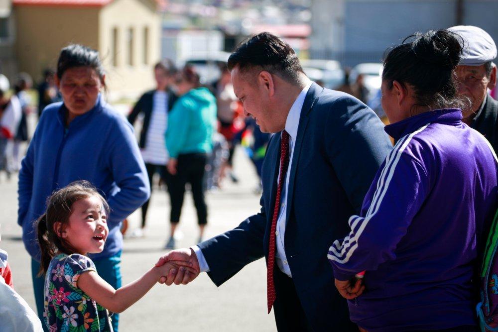 j6qmi НИТХ-ын төлөөлөгч П.Баярхүү Сүхбаатар дүүргийн 17,18,19,20-р хорооны хүүхэд багачуудыг баярлууллаа