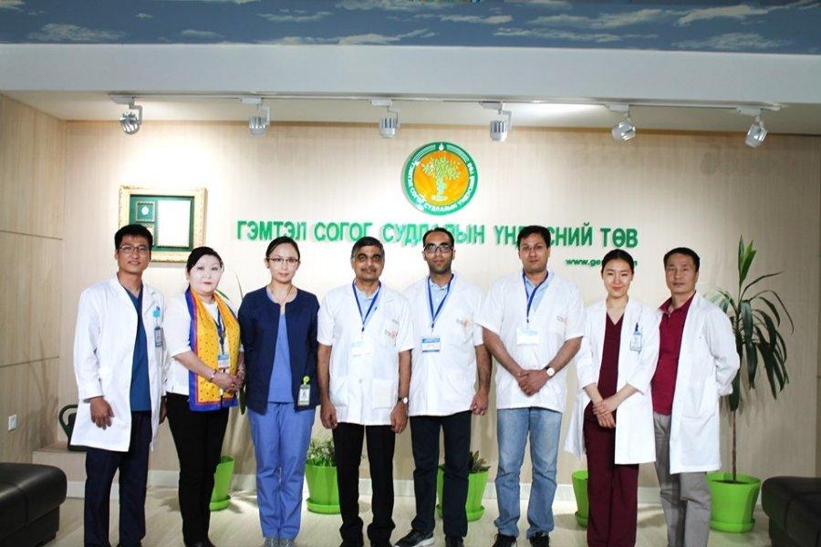 ГССҮТ-д Энэтхэг улсаас ирсэн мэс заслын 17 эмчийн бүрэлдэхүүнтэй баг үзлэг хийж байна