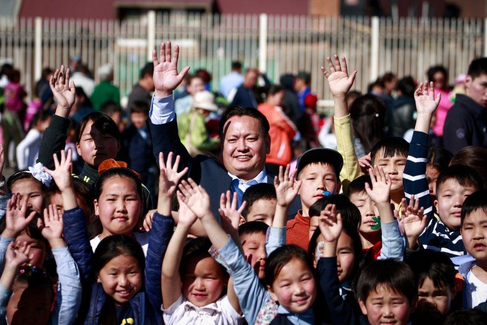 lu4hk НИТХ-ын төлөөлөгч П.Баярхүү Сүхбаатар дүүргийн 17,18,19,20-р хорооны хүүхэд багачуудыг баярлууллаа