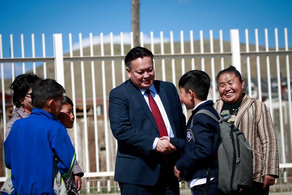 nz716 НИТХ-ын төлөөлөгч П.Баярхүү Сүхбаатар дүүргийн 17,18,19,20-р хорооны хүүхэд багачуудыг баярлууллаа