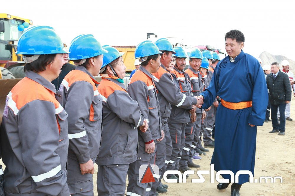 ФОТО: Баруун таван аймгийн хэрэглээг бүрэн хангах цементийн үйлдвэрийн барилгын ажил эхэллээ