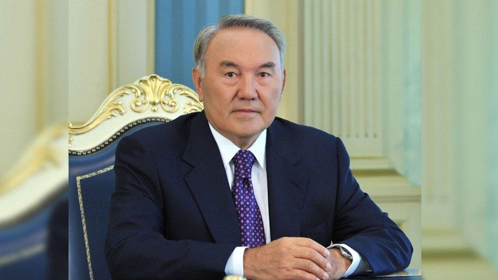 "Казахстаны ерөнхийлөгчасан Н.Назарбаев ""Хүндэт сенатч"" сенатч болжээ"