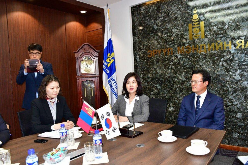 Эрүүл мэндийн Дэд сайд Л.Бямбасүрэн БНСУ-ын Парламентийн гишүүн Ким Ён Жү, Ёндон Пу дүүргийн засаг дарга Чэ Хён Жү нарыг хүлээн авч уулзлаа