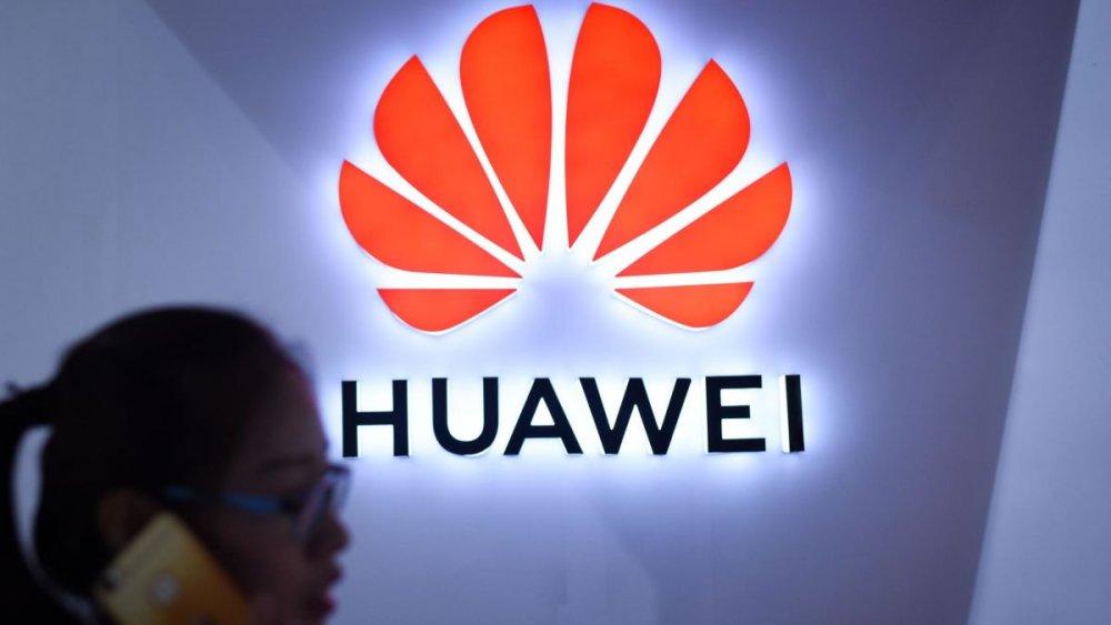 Google компани Android системийг Хятадын Huawei компанид ашиглуулахаа зогсоолоо