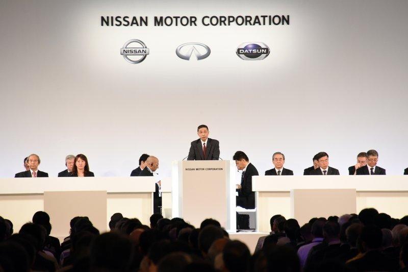 """""""Nissan""""-ийн удирдлагууд албан тушаалаа урвуулан ашигласаны төлөө хувьцаа эзэмшигчдээсээ уучлал хүсэв"""