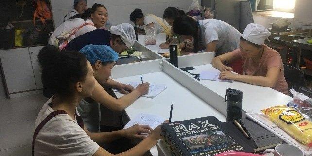 Хөдөлмөр эрхлэлтийн УР ЧАДВАР олгох эрхийн бичгийн сургалт явагдаж байна