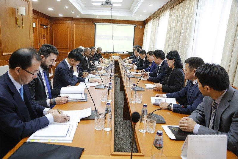 Н.Баяртсайхан АХБ-ны захирлуудын зөвлөлийн гишүүдийг хүлээн авч уулзав