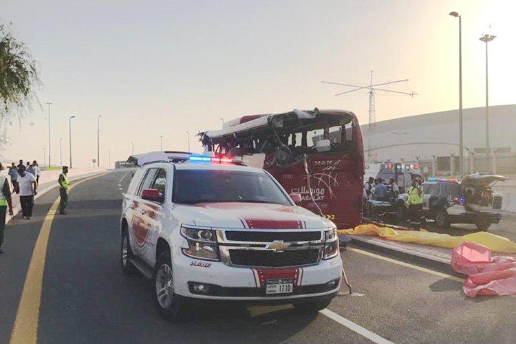 Дубайд жуулчдын автобус осолдож 17 хүн амиа алджээ
