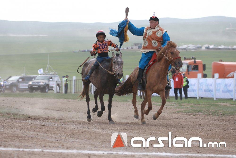 ИХ НАС: Түрүү магнайд Завхан аймгийн Тосонцэнгэл сумын харьяат, Тод манлай уяач Т.Галбадрахын бор морь хурдлав