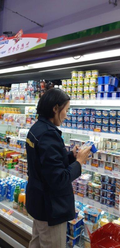 """134gm """"Номин all mart"""" дэлгүүр хөгц үүссэн йогуртыг худалдаж байжээ"""