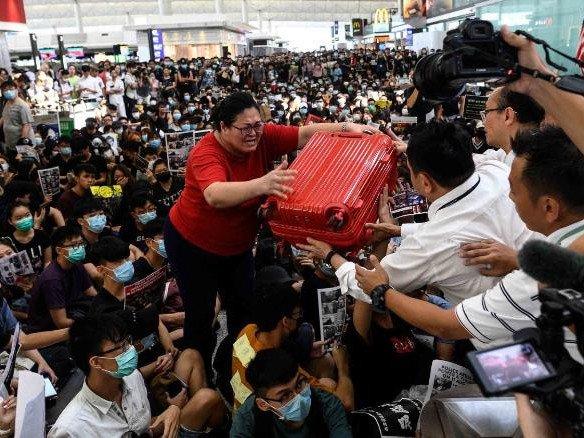 Хонконгийн хил дээр БНХАУ цэргийн хүчээ зузаатгав