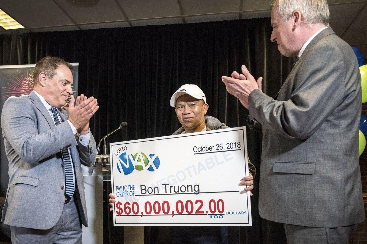 20 жил нэг ижил тоогоор сугалаанд оролцоод  60 сая канад доллар хожжээ