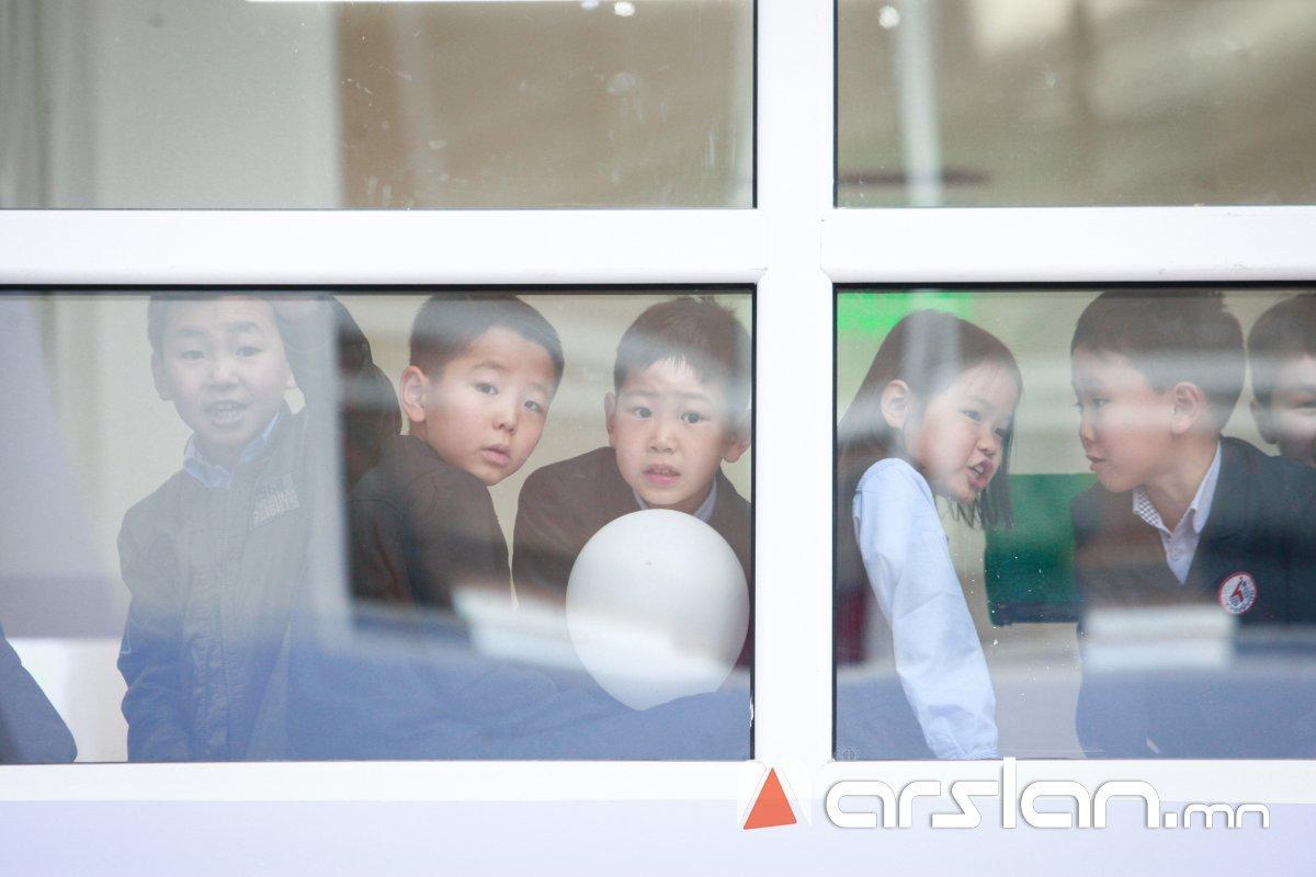 Нийслэлийн сурагчдыг ӨВӨЛ, орон нутгийн сурагчдыг ХАВАР урт хугацаагаар АМРААНА