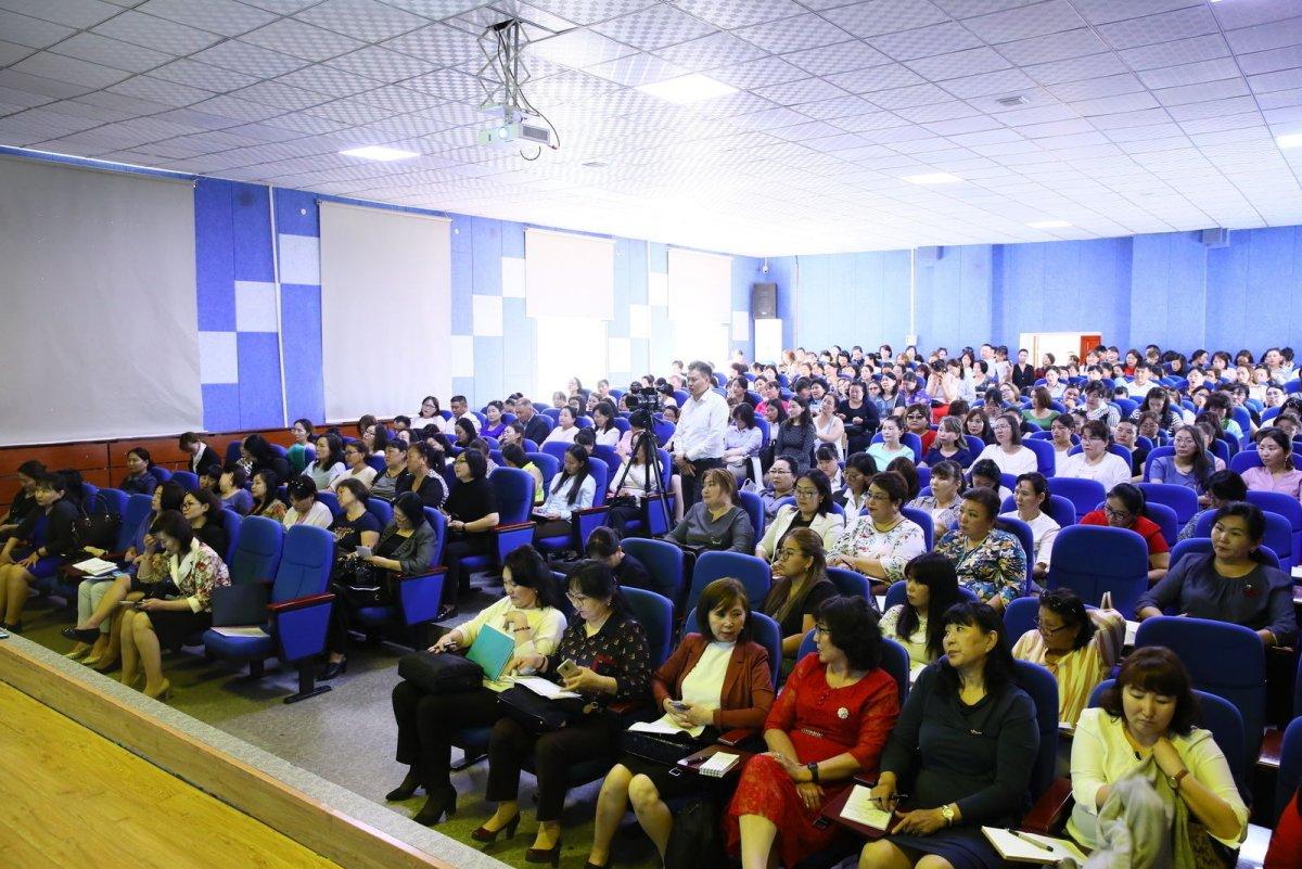 Сургалтын хөтөлбөрийг сайжруулахаар үндэсний 550 сургагч багш бэлтгэнэ