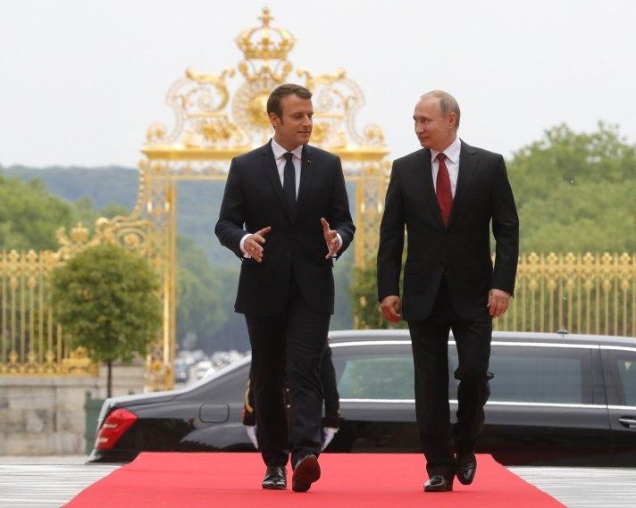 Франц улс юу ХҮЛЭЭЖ байна вэ?