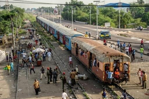 Конгод галт тэрэг онхолдож50 гаруй зорчигч амиа алдлаа