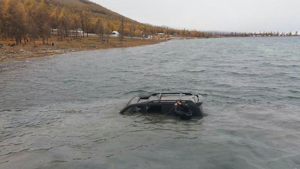Хөвсгөл далайд живсэн машиныг гаргав
