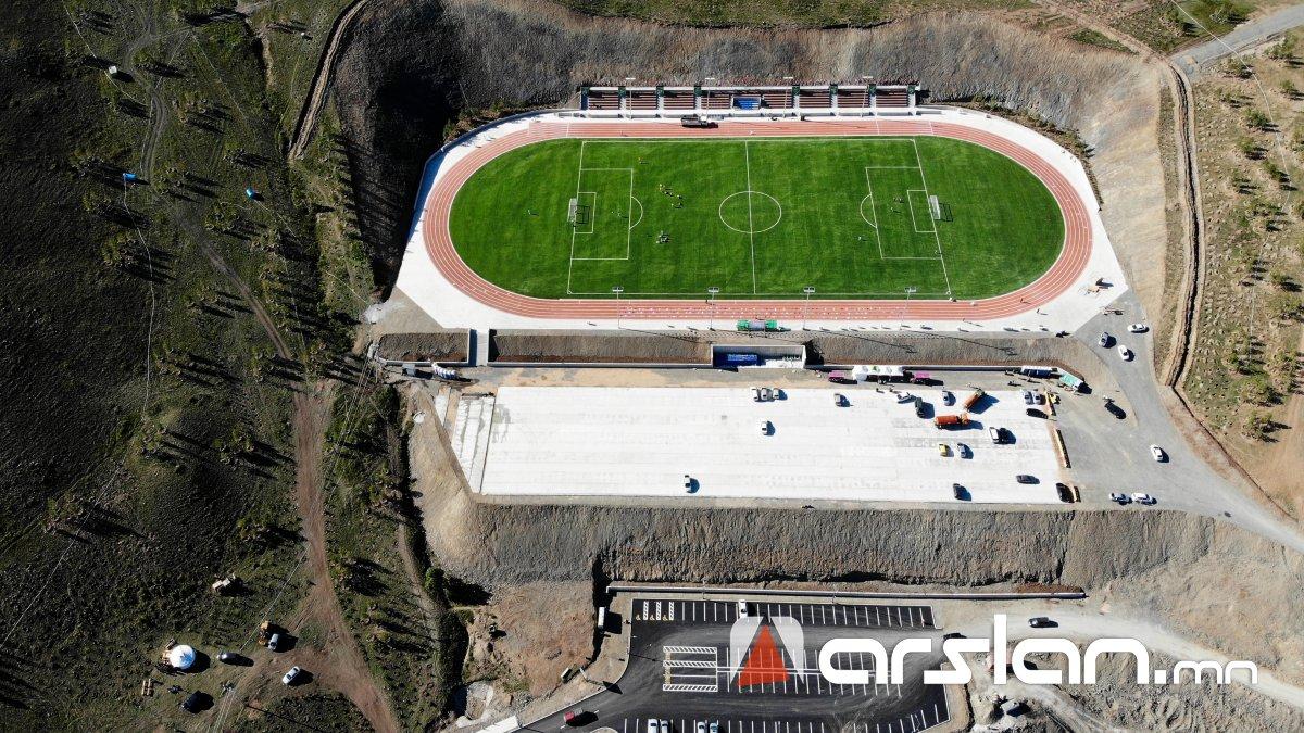 ФОТО: Чингэлтэй уулын энгэр дэх олон улсын стандартад нийцсэн хөлбөмбөгийн талбай