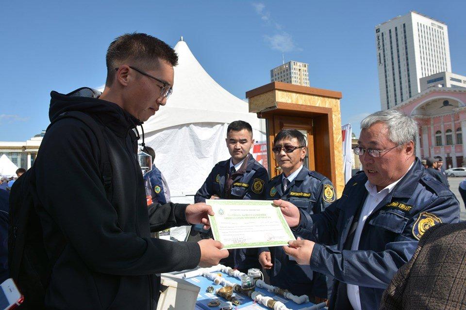 Төв талбайд Мэргэжлийн хяналтын байгууллагаас иргэдэд зарим үйлчилгээг үзүүлж байна