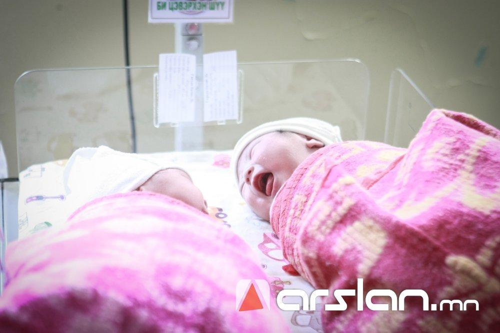 ИНФОГРАФИК: Өнгөрсөн сард 165 ихэр хүүхэд мэндэлжээ