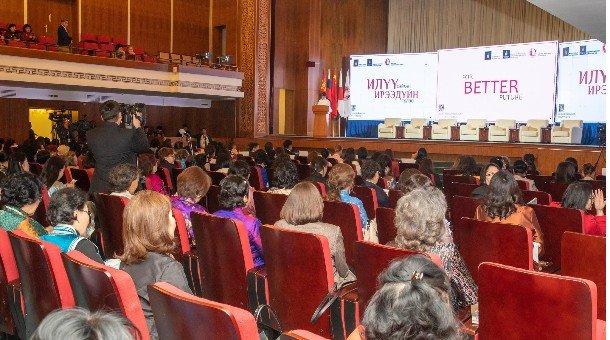 Эмэгтэйчүүддээ хаалттай 250 мянган төгрөгийн урилгатай хурал