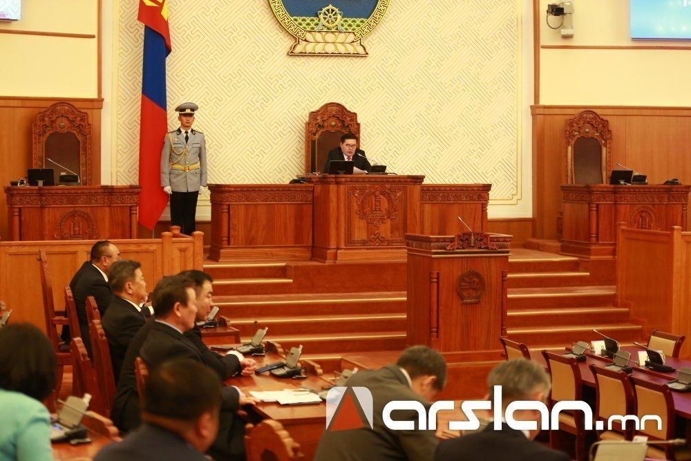 Д.Бумдарь: Парламент өөрөө санал гарган тарвал нийгэм тогтворгүй болж, үймээн самуун руу орно