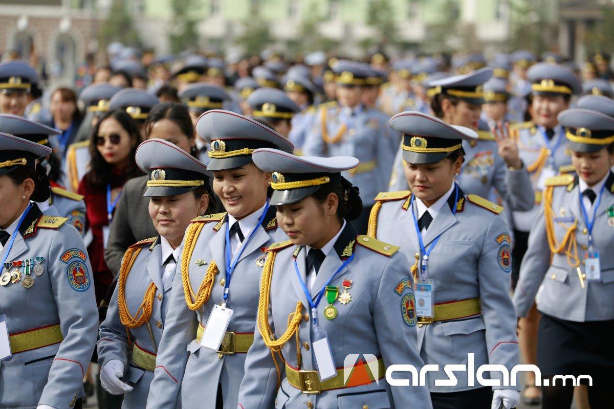 ФОТО: 1000 гаруй мөрдэстэй бүсгүйчүүдийн ЧУУЛГА УУЛЗАЛТ