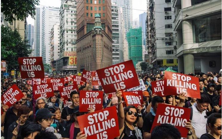 ФОТО: Хонконгт жагсаал үргэлжилсээр байна
