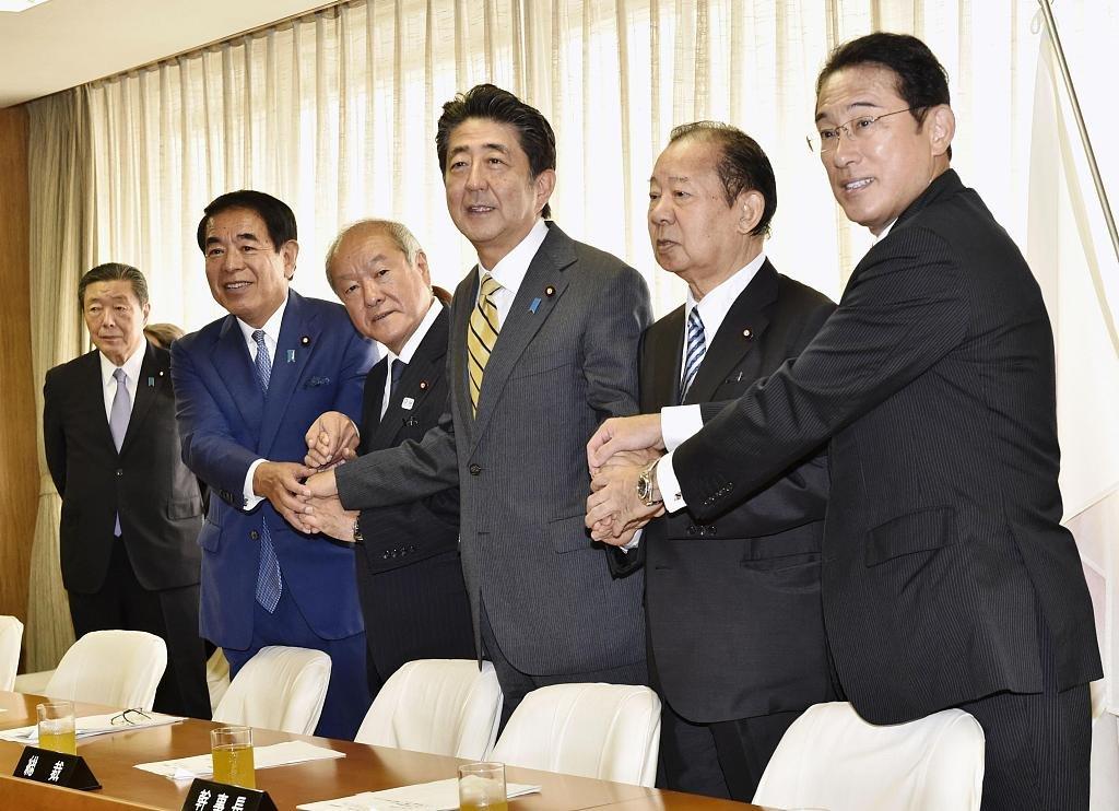 Шинзо Абэ кабинетын бүрэлдэхүүнээ өөрчилж, 19 сайдын 13-ыг нь шинээр томилжээ