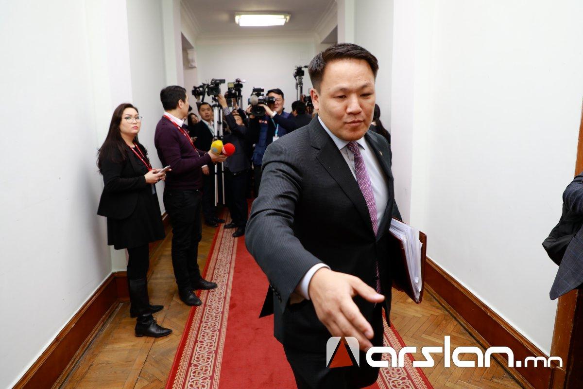 """Н.Номтойбаяраар """"туг"""" тахивал Монголын парламент """"махны машин""""-д хэрчүүлнэ"""