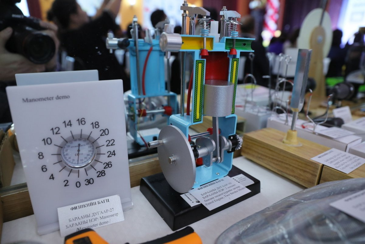 ЕБС-уудад 4.3 сая долларын үнэтэй лабораторийн тоног төхөөрөмж хүлээлгэн өглөө