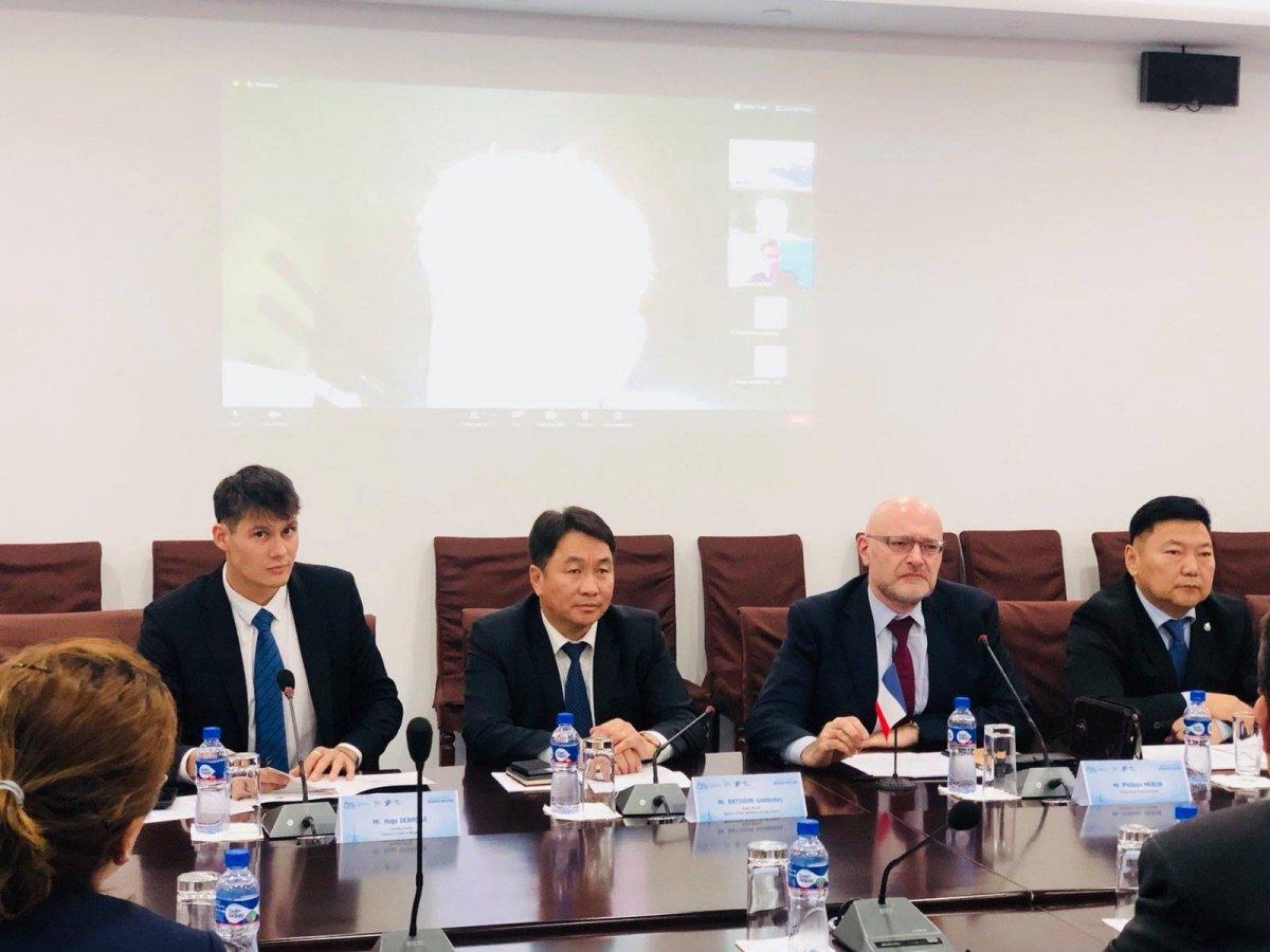 """ХХААХҮ-ийн дэд сайд  """"Монгол-Францын цахим бизнес уулзалт""""-д оролцлоо"""