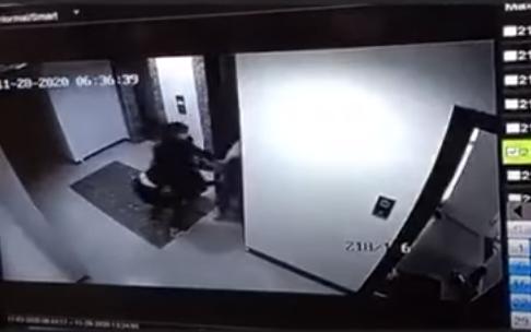 Хорио цээрийн үед гэртээ хүн цуглуулж, үүргээ гүйцэтгэж яваа албан хаагчийг зоджээ