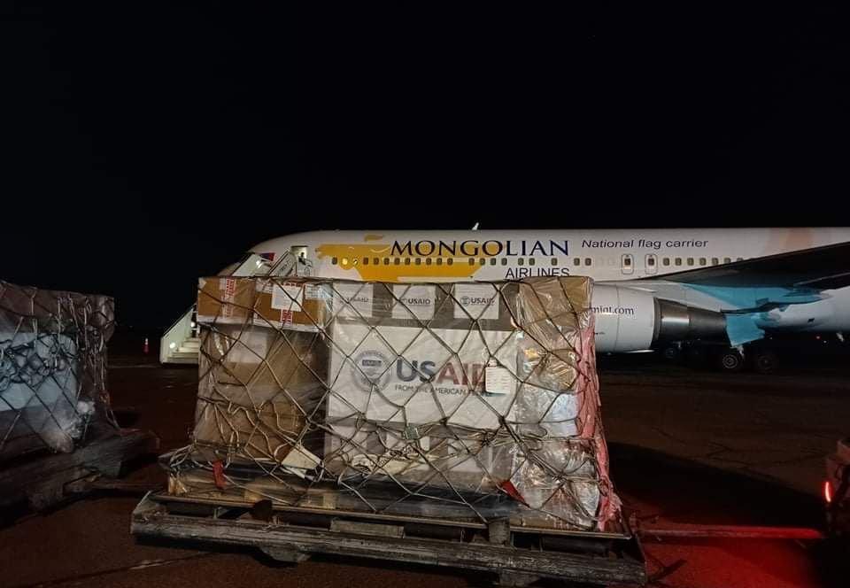 САЙН МЭДЭЭ: Америкаас хандивласан 50 ширхэг амьсгалын аппарат Монголд иржээ
