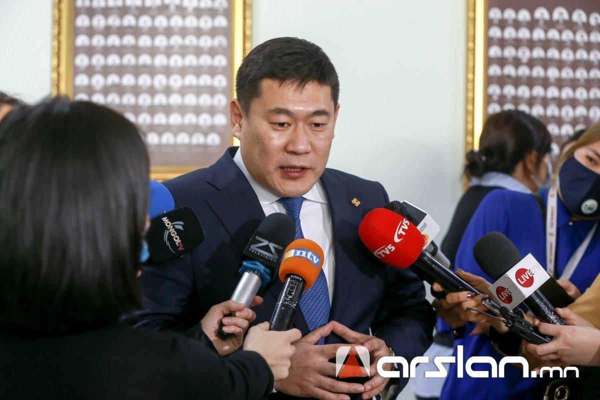 Говь-Алтай аймгийн Засаг дарга ажлын байрандаа архи согтууруулах ундаа оруулснаа хүлээн зөвшөөрчээ