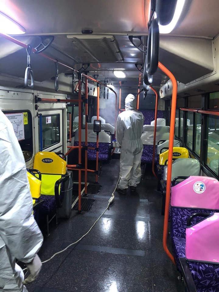 Нийслэлээс өгсөн үүргийн дагуу автобус компаниуд ариутгал, цэвэрлэгээнд хамрагдаж байна