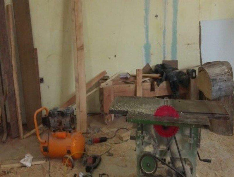 Орон сууцанд үйлдвэрлэл эрхэлсэн модон эдлэлийн цехийн үйл ажиллагааг зогсоолоо