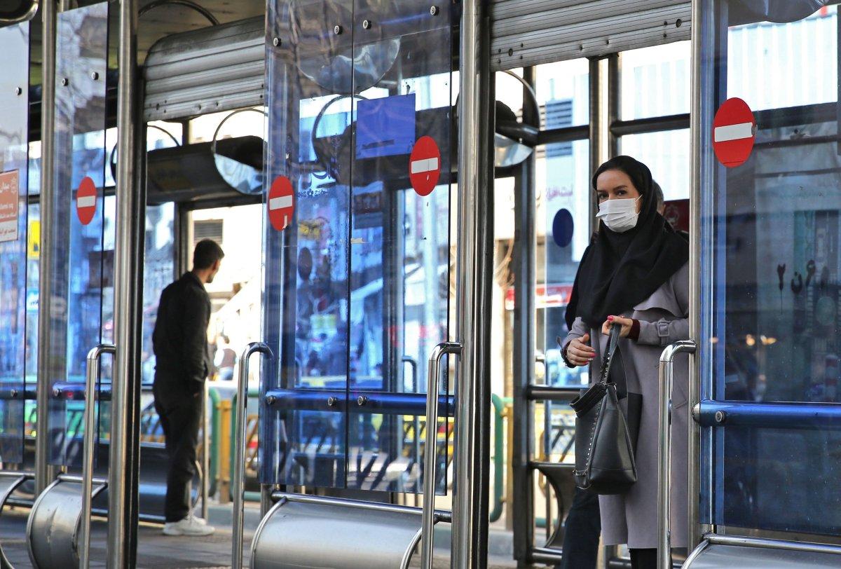 COVID-19: Иранд хот хоорондын зорчих хөдөлгөөнийг хязгаарлажээ