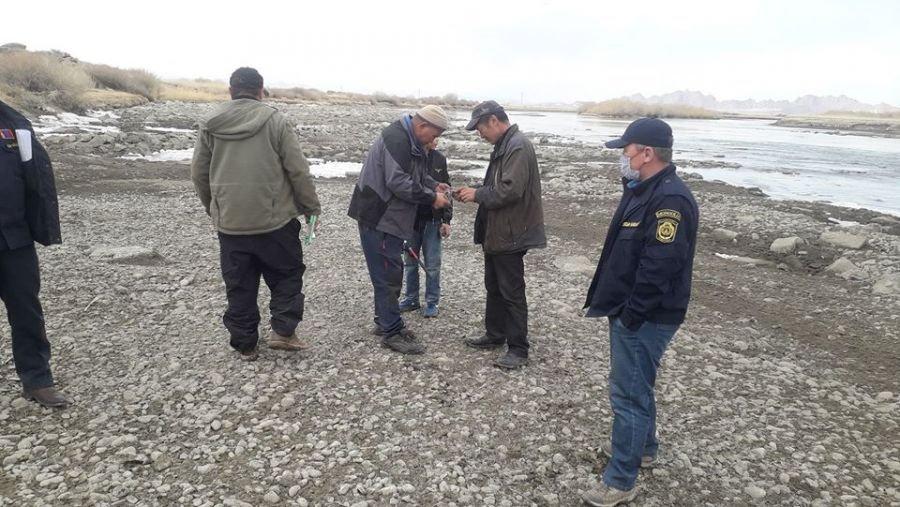 Хууль бусаар загас барихаар очсон 50 гаруй иргэнийг саатуулжээ