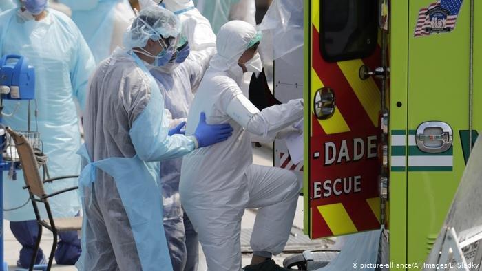 COVID-19: АНУ-д халдвараар нэг өдөрт нас барсан хүний тоо анх удаа 500 давжээ