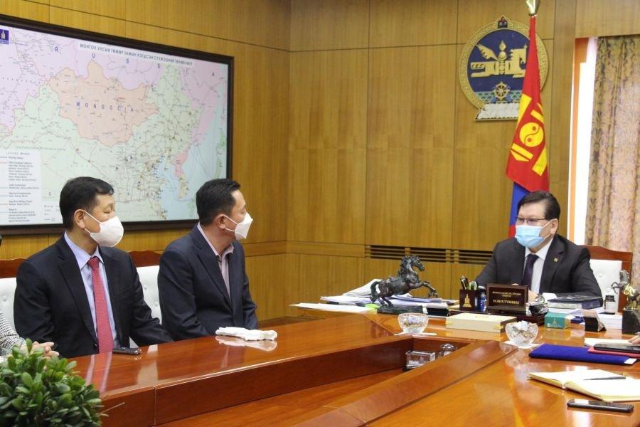 Монголд амьдардаг солонгос иргэд УОК-т 2000 түргэвчилсэн оношлуур хандивлалаа