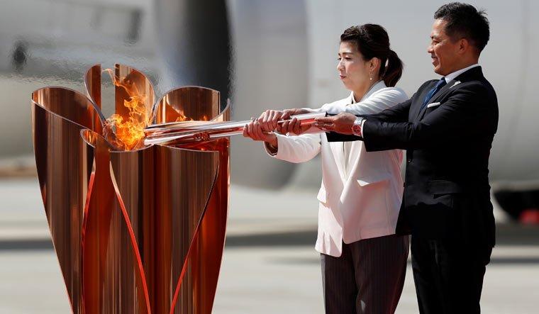 ФОТО: Олимпын галт бамбарыг Японд авчирлаа